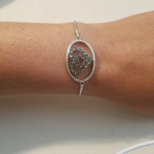Dainty silver bracelet with black stones heart